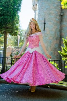 Disney Cosplay The dress twirl - love the pink! Disney Magic, Disney Love, Aurora Disney, Disney Cast, Sleeping Beauty Cosplay, Disney Sleeping Beauty, Disney Cosplay, Disney World Characters, Walt Disney World