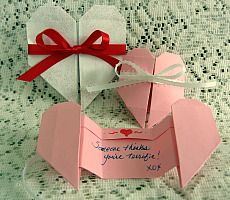Make an origami heart pull-apart Valentine card. Origami Design, Diy Origami, Origami Cards, Useful Origami, Origami Tutorial, Origami Paper, Simple Origami, Heart Origami, Dollar Origami