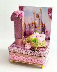 Nenhuma descrição de foto disponível. Cute Birthday Ideas, Alice, Princesa Disney, Kid Party Favors, Circus Party, Princess Birthday, Candy Colors, Creative Gifts, Centerpieces
