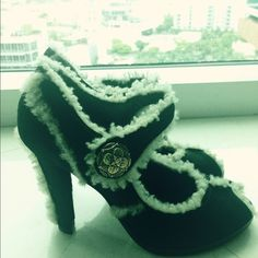 Louis Vuitton dark green & off white fur trim heel Louis Vuitton dark green suede heels with wool fur trim. Lady Jane style. Heel is new and sole is original. Only worn twice. Great winter look with knee sox or tights. Very comfortable. Size 37 1/2 Louis Vuitton Shoes