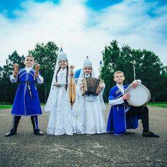 Circassian children with musical instruments, Circassian music, Circassia, national costume of the Circassians, accordion, drum, violin, blue sky, white clouds, green trees, Çerkes çocuklar, Çerkes müziği, Çerke kıyafeti, Çerkesler ve müzik aletleri, Çerkesya, mavi gökyüzü, beyaz bulut, yeşil ağaç, gri asfalt