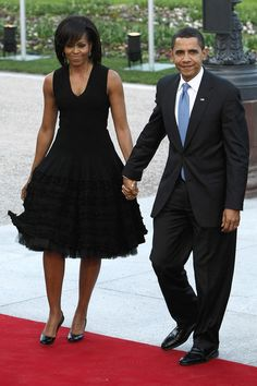 First Lady Michelle Obama wears couture piece by North African born, Paris based designer Azzedine Alaia. Obama first wore this Alaia piece to a NATO dinner in France. Durham, Joe Biden, Michelle Et Barack Obama, Obama Daughter, Black Presidents, Presidents Usa, American Presidents, Alaia Dress, Obama Photos