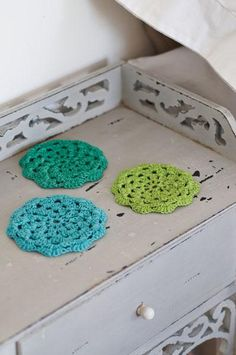 Crochet Flower Coasters Project  can also use as appliqué on tote bag or sweater