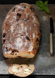 med bread Olive Bread, Colonial, Baking, Simple, Food, Bakken, Essen, Meals, Backen
