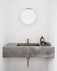 Minimalist decor: bathroom with concrete sink, washbasin - Bad - Einrichtungsstil Grey Bathrooms, Modern Bathroom, Small Bathroom, Master Bathroom, Luxury Bathrooms, White Bathroom, Japanese Bathroom, Bathroom Toilets, Bathroom Fixtures