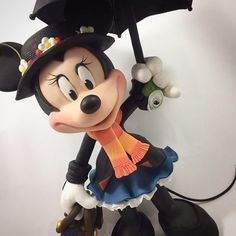 Minnie Mouse Cake Topper, Disney Rooms, Sugar Icing, Disney Cakes, Golden Girls, Cold Porcelain, Disney Magic, Themed Cakes, Clay Crafts