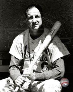 Stan Musial Farewell sad day for Cardinal fans. St Louis Baseball, Baseball Star, Better Baseball, Cardinals Players, Cardinals Baseball, St Louis Cardinals, Mlb Stadiums, Famous Sports, Louisville Slugger