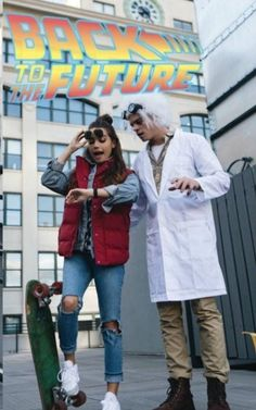 woman-man-dressed-as-doc-marty-mcfly-back-to-the-future-characters-last-minute-halloween-costumes It is time to start getting ready for the spookiest holiday of the year. In this article you can find more than 80 unique Halloween costume ideas. Couples Halloween, Cute Couple Halloween Costumes, Halloween Inspo, Halloween 2020, Halloween Outfits, Halloween Diy, Cute Couples Costumes, Couple Costume Ideas, Pirate Costumes