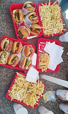 IN N OUT HEAVEN love love to eat here in California when I visit my family!