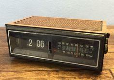 Classic 70s Flip Number Clock Radio AM-FM Wood Grain GE 7-4303F See Video Demo - http://electronics.goshoppins.com/vintage-electronics/classic-70s-flip-number-clock-radio-am-fm-wood-grain-ge-7-4303f-see-video-demo/