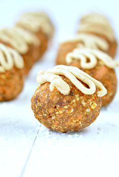 Carrot cake balls, easy + healthy vegan no bake recipe. Raw dessert or snack. #raw #balls #carrotcake