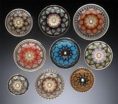 Group of Rings 2011 by Kristina Logan, waanzinnige precisie in het patroon van de glaskralen en prachtig verwerkt