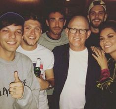 1D Updates! @OfficialWith1D  NEW || Full photo of Niall and Louis tonight! (also with Shania Twain and Thomas Rhett)