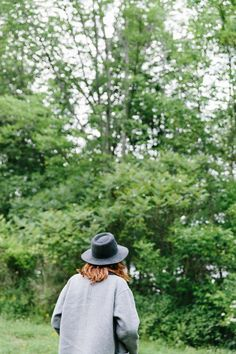 madewell monsieur coat + madewell & biltmore® straight-brim felt fedora worn by travel writer christina pérez exploring the countryside in  bloomville, upstate new york. #everydaymadewell