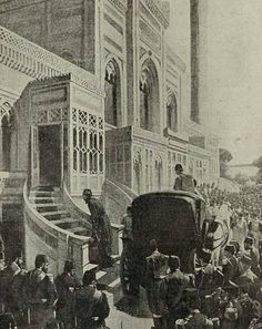 Sultan Abdülhamid II arriving at the Hamidiye mosque for Friday prayers Modern Empire, Istanbul, Turkey History, Sultan, New Museum, Marvel Entertainment, Ottoman Empire, Historical Pictures, 14th Century