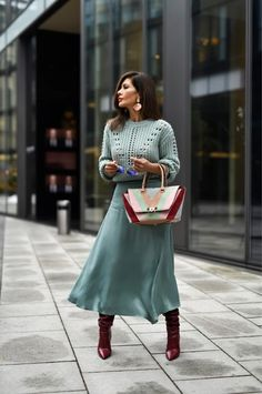 Burgundy boots with mint green? Yup, it's official, this multicolor handba… Burgundy boots with mint green? Yup, it's official, t. Mode Outfits, Chic Outfits, Fashion Outfits, Womens Fashion, Fashion Trends, Fashion Tips, Blue Fashion, Modest Fashion, Look Fashion
