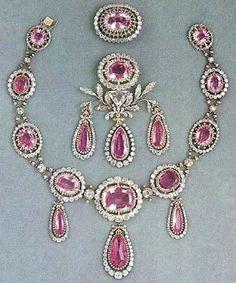 Königliche Juwelen: Roas Topas Parure Mehr