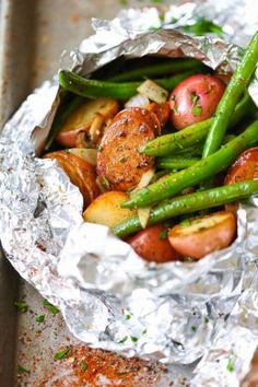 Potato and Green Bean Foil Packets Sausage, Potato and Green Bean Foil Packets - Sausage and veggies packed in easy foil packets. Perfect for camping or a quick dinner! Can be baked/grilled.Sausage, Potato and Green Bean Foil Packets - Sausage and veggies Tin Foil Dinners, Foil Packet Dinners, Foil Pack Meals, Foil Packet Recipes, Grilling Recipes, Pork Recipes, Cooking Recipes, Healthy Recipes, Quick Healthy Food