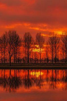 Crimson sunset - Slingeland Ponds, Goudriaan, Netherlands (by Wim Koopman on 500px)