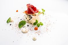 Marco Martini | foto Andrea Di Lorenzo | Seppia all'arrabbiata Michelin Star Food, Food Presentation, Food Plating, Fine Dining, Food Art, Italian Recipes, Great Recipes, Seafood, Beef