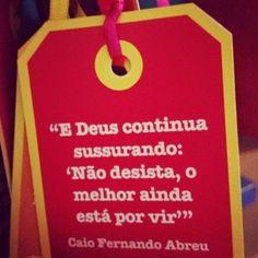 """<p></p><p>E Deus continua sussurando: """"Não desista, o melhor ainda está por vir."""" (Caio Fernando Abreu)</p>"""