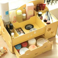 A cute Korean make-up storage box! I would love this on my vanity table. Makeup Box, Cute Makeup, Skin Makeup, Korean Make Up, Cute Korean, Small Bedroom Colours, Best Wall Colors, Deco Studio, Make Up Storage