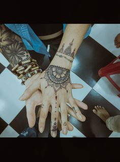 Cool girl and business women at same time came for a tattoo but wanted something related to mehendi inspired as she and we discuss about how #rihanna got herself similar to mehendi kinda pattern on her hand.. so here is the henna mehendi art tattoo  #Henna #Mehendi #Inspired #Tattoo Related