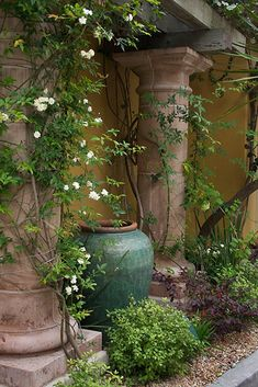 Jade green glaze large pot- - I love big pots and I think they look  especially great in a garden.