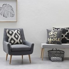 Banc en bois et assise en tissu gris Hübsch