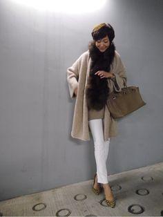 ブラックやグレー、ベージュなどダークな色を選びがちな秋冬のコーデですが、そこで敢えてホワイトを取り入れて女度をupさせてみませんか?今回は田丸麻紀さんの大人なホワイトコーデを集めてみました。
