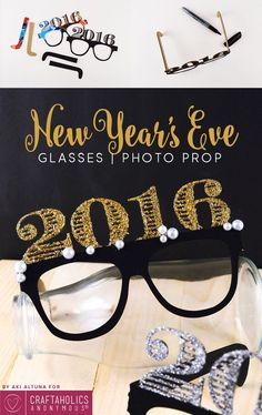 Party like its a New Year! Need some eye decor for you new year idea? Here is the perfect party favor gift for all your guests this year! New Years Eve Day, New Years Party, Hanging Quilts, Quilted Wall Hangings, Party Poppers, Holiday Hats, Engineer Prints, Ornament Crafts, Photo Booth Props