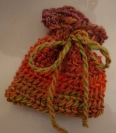 Nalbinding - Oslo stitch pouch (with video tute) - KNITTING