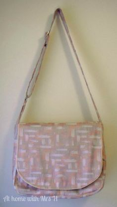 At home with Mrs H: Just another messenger bag {Free tutorial pattern}