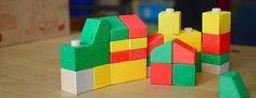Des cubes en bois de bouleau qui s'emboitent les uns dans les autres et sont particulièrement adaptés aux plus petits. #VarisToys #JouetsEnBois #Construction