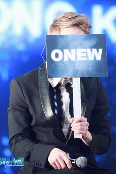 onew cover his face