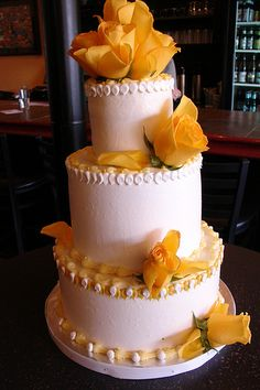 PERFECT with peach/orange roses this is my cake =)