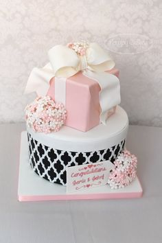 www.cakecoachonline.com - sharing...Gift box cake by Renee Connor using the Moroccan Silicone Onlay