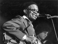 "Sam ""Lightnin´"" Hopkins (15 de marzo de 1912 – 30 de enero de 19821 ) fue un guitarrista y cantante de country blues nacido en Houston, Texas, Estados Unidos.  http://en.wikipedia.org/wiki/Lightnin'_Hopkins  http://es.wikipedia.org/wiki/Lightnin'_Hopkins  Robert ""Mack"" McCormick stated, ""Hopkins is the embodiment of the jazz-and-poetry spirit, representing its ancient form in the single creator whose words and music are one act""  (wikipedia)"