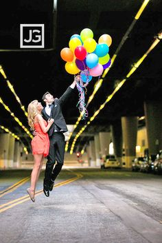 engagement photos with balloons 5