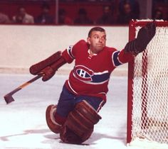 Nice facial expression by Gump Worsley - Hockey Goalie Montreal Canadiens, Hockey Goalie, Hockey Players, Nhl, Hockey Highlights, Hockey Pictures, Toronto, Goalie Mask, Good Old Times
