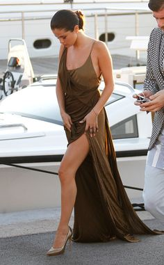 July 23: Selena on her way to Leonardo DiCaprio's Charity Gala in Saint-Tropez, France -- And looking gorgeous!