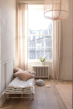 Home Interior Boho day bed through a large window, day bed through a large window with … – jute Rugs living room Living Room Decor, Living Spaces, Daybed Mattress, Interior Decorating, Interior Design, Natural Home Decor, Window Design, Trendy Bedroom, Colorful Interiors