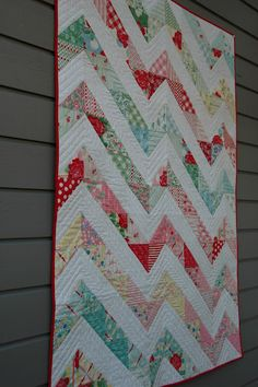 Quilt it: january finish. Inspiration for quilting my chevron quilt. Patchwork Quilt, Chevron Quilt, Scrappy Quilts, Easy Quilts, Quilting Fabric, Quilt Top, Charm Pack Quilts, Charm Quilt, Quilting Projects