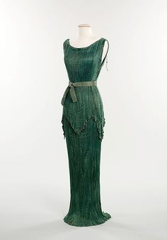 I'm not normally one for fashion, but UNF. FORTUNY. <3