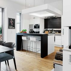 FAUX PLAFOND CUISINE The unique +ARTESIO arch provides a strong visual focus for the room, defining the cooking area and bathing it in light. Modern Kitchen Cabinets, Kitchen Interior, Interior Design Living Room, Kitchen Decor, Small Modern Kitchens, Home Kitchens, German Kitchen, Design Your Kitchen, Kitchen Gallery