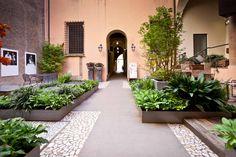 b|scape studio di architettura del paesaggio / il giardino segreto di corte isolani, bologna
