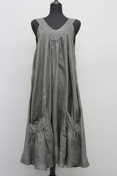 CHAMPAGNE LINEN SLEEVELESS POCKET DRESS: