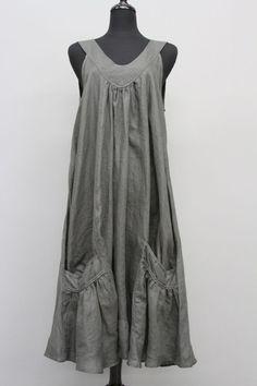 CHAMPAGNE LINEN SLEEVELESS POCKET DRESS: