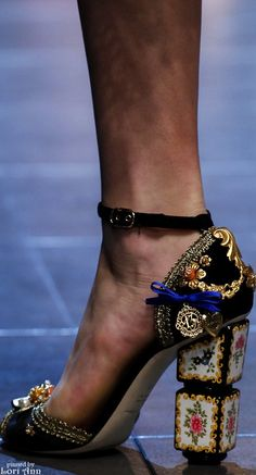 Dolce & Gabbana Spring 2016 Ready-to-Wear - Shoes Shoe Boots, Shoes Heels, Shoe Bag, Cute Shoes, Me Too Shoes, Outfit Chic, Pumps, Dolce & Gabbana, Crazy Shoes