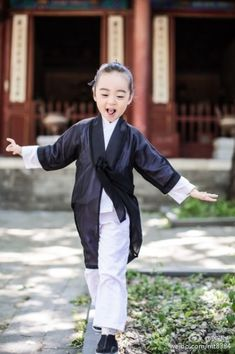 I can balance well. These 3 Little Daoist Monks Are Adorably Cute http://www.visiontimes.com/2015/05/28/these-3-little-daoist-monks-are-adorably-cute-photos.html